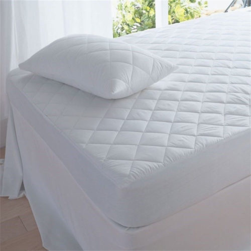 Difference Between a Mattress Topper and Mattress Protector